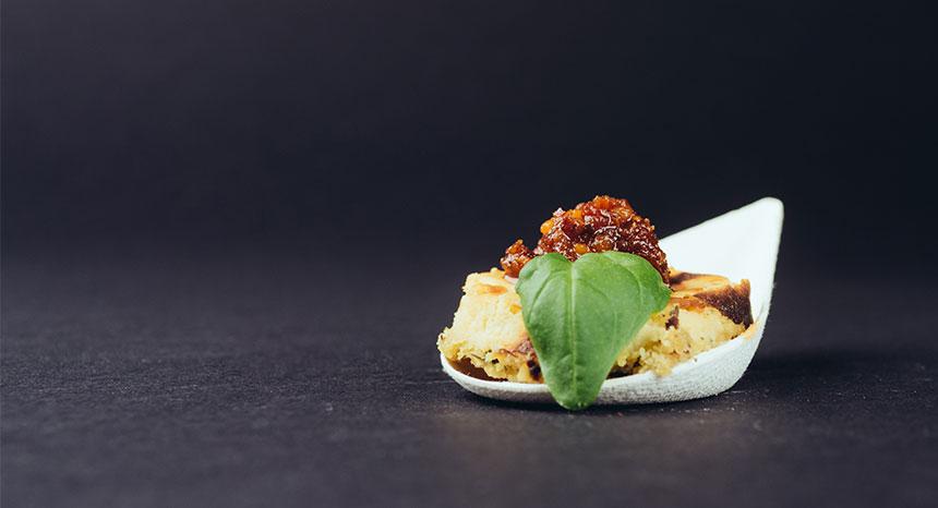 Fingerfood Catering | Parmesan Cheesecake mit Tomatenmarmelade
